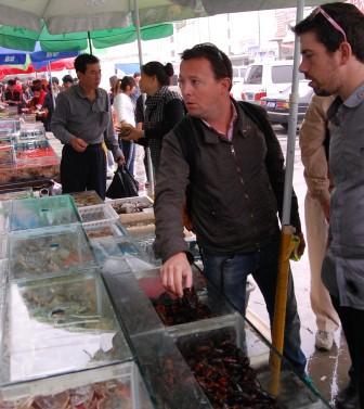 Carles-Tejedor-Aitor-Olabegoya-at-Jingshen-Seafood-Market-Beijing-China