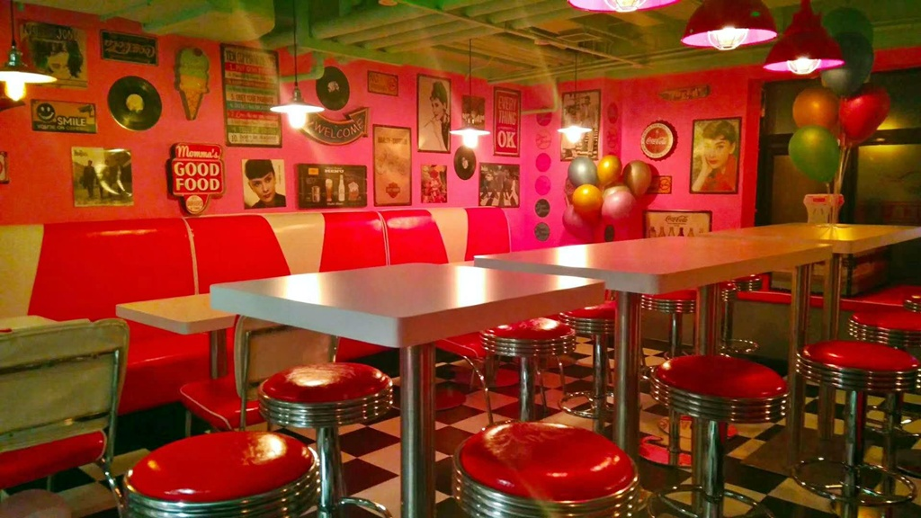Beer Boom | What if Barbie had a 50s-style burger joint? ~ Beijing Boyce